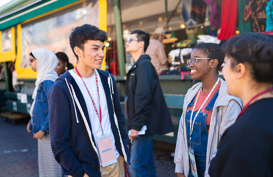 SPU students mingle at Pike Place Market during the 2018 Early Connections downtown excursion