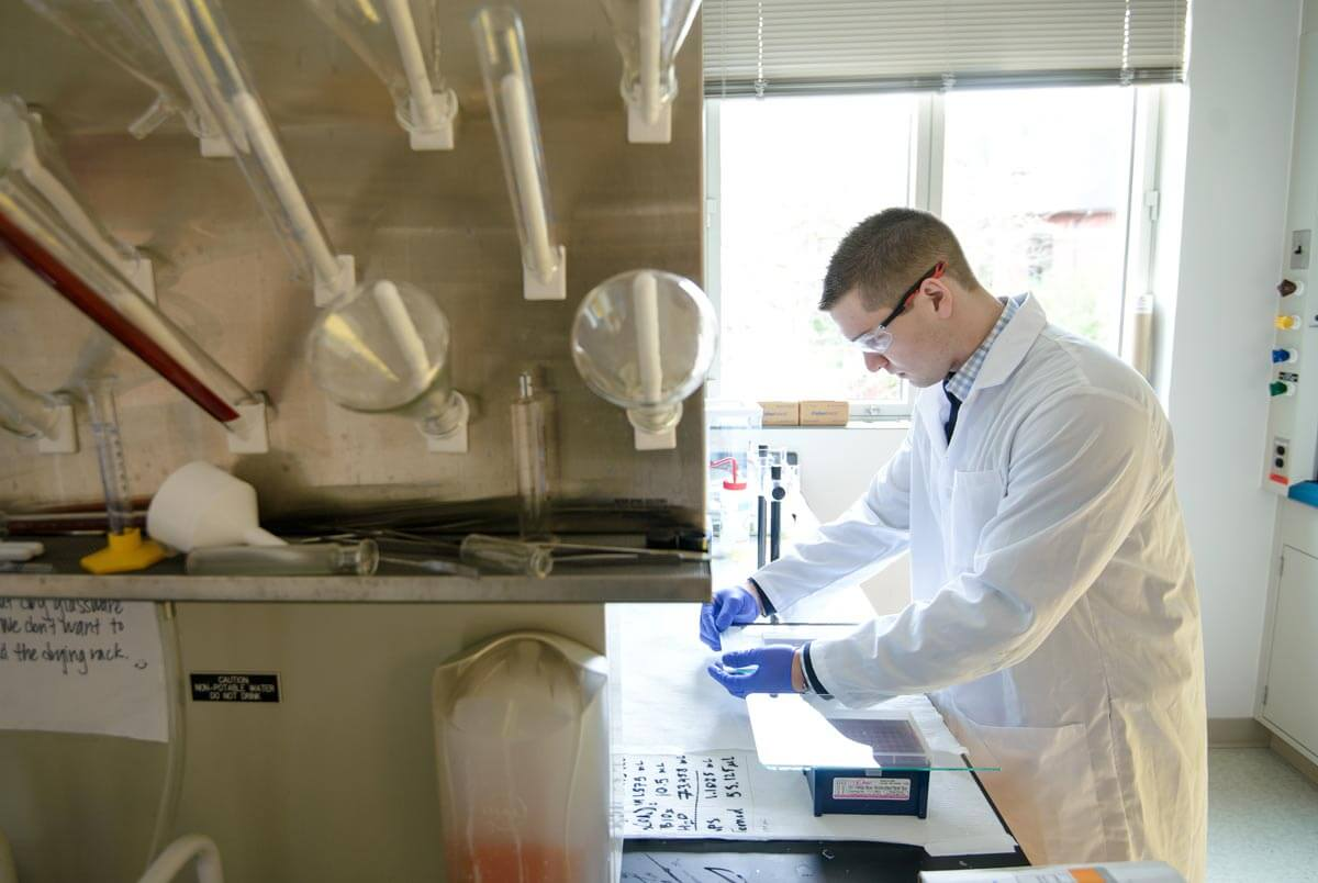 recent research projects in chemistry Our researchers lead projects that often span two or more of these areas in order   our collaborative atmosphere of research is uniquely suited to our efforts to.