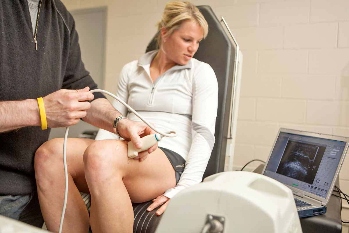 Ultrasound machine visualizing muscle and tendon movement